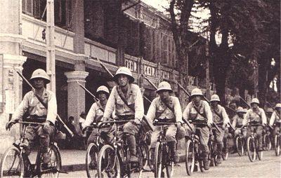 Военные велосипедисты в Сингапуре. 1942 г.
