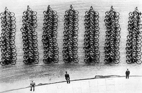 Военные велосипедисты на параде. 20.04.1939 г.