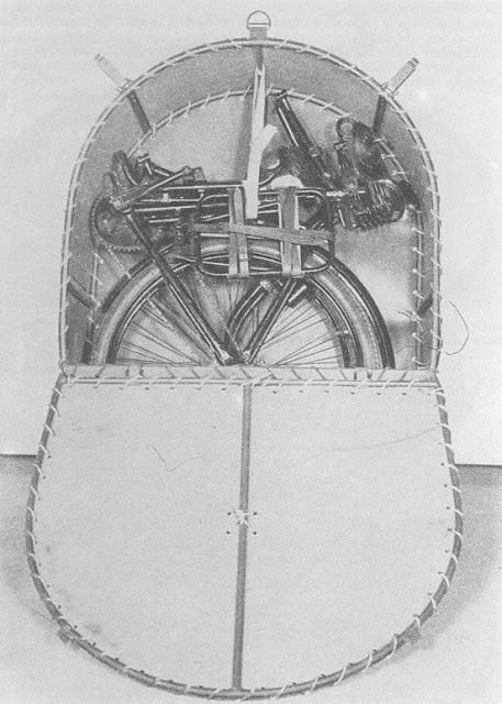 Укладка десантного велосипеда в чехол.