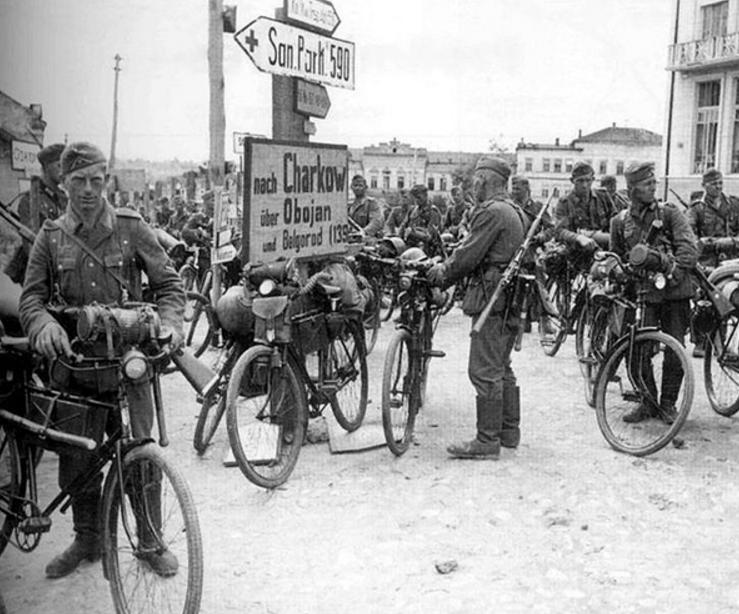 Немецкие велосипедисты в Украине. 1941 г.