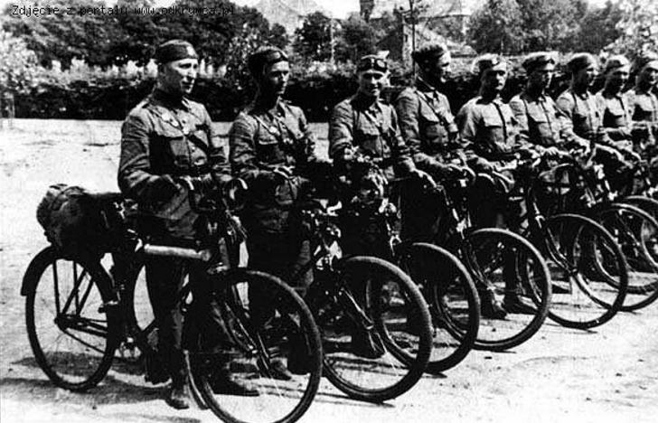 Самокатчики с легким вооружением. 1924 г.