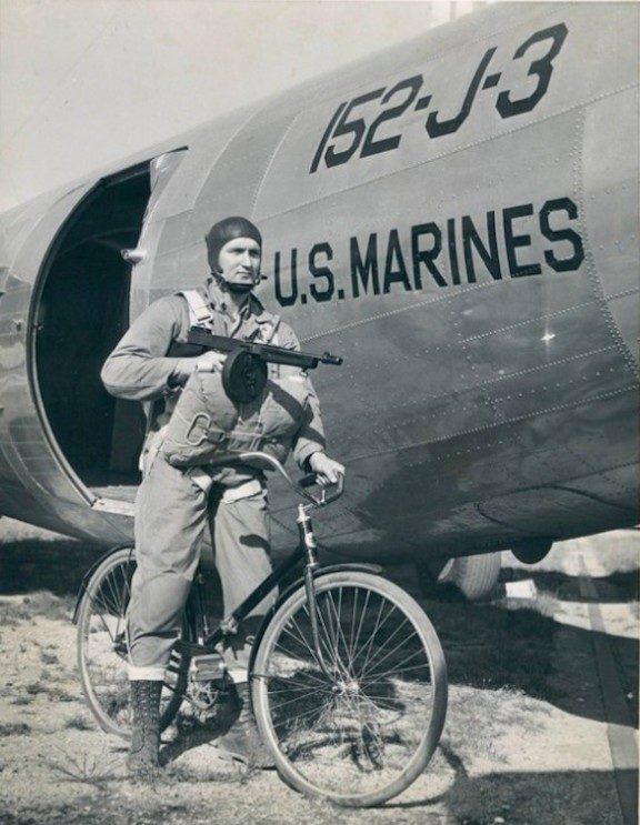 Десантник с велосипедом