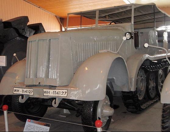 Полугусеничный тягач Sd.Kfz. 8