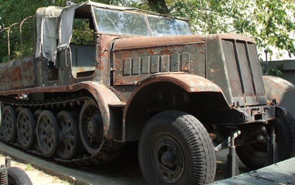 Полугусеничный тягач Sd.Kfz. 9