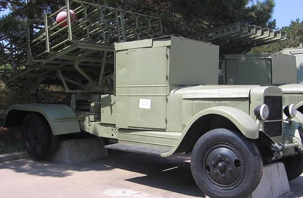 Реактивная пусковая установка БМ-31-12 на шасси ЗИС-12
