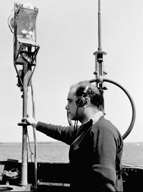 Оператор корабельной РЛС FuMB-26 на борту подлодки