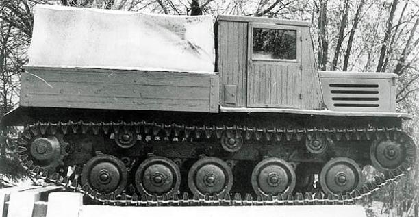 Средний артиллерийский тягач Я-12