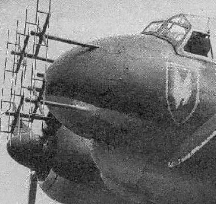 Антенны РЛС FuG-202 на ночном истребителе Ju 88R