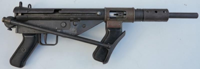 Пистолет-пулемет AUSTEN со сложенным