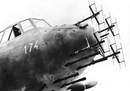 Антенны РЛС FuG-212 на самолете Do.217 №2