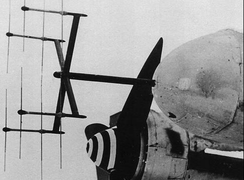 Антенна РЛС FuG-218 (Neptun) на самолете Ju-88G