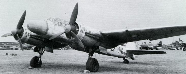 РЛС FuG-240 на Ju 88G-6 за фанерным носовым обтекателем