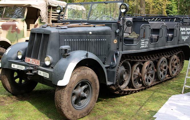 Полугусеничный тягач Breda 61