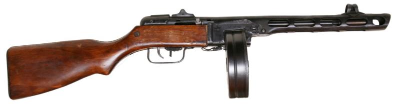 Вверху пистолет-пулемет ППШ-41 с барабанным магазином