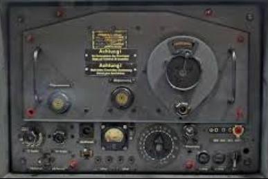 Передняя панель приемника станции FuG-351 «Korfu-Z».