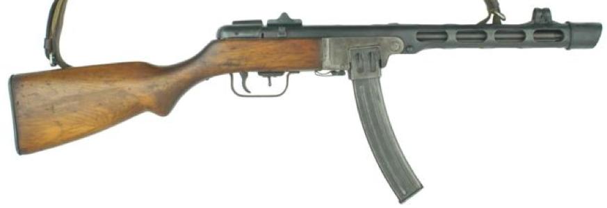 Вверху пистолет-пулемет ППШ-41 с рожковым