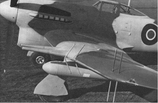 Антенны РЛС AI Mk-VI на крыле истребителя Hawker Typhoon