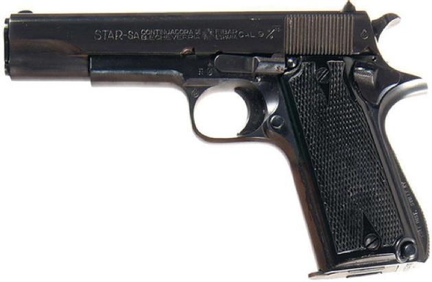 Пистолет Star-А со стволом закрытым кожухом