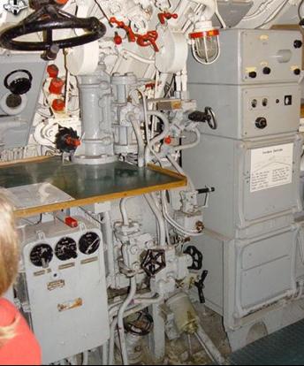 Аппаратура РЛС FuMO-30 на подлодке U-995