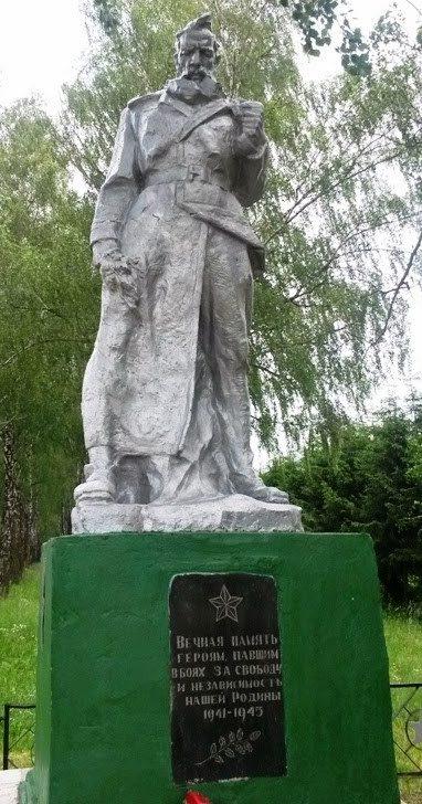 д. Бобовня Копыльского р-на. Памятник погибшим землякам.