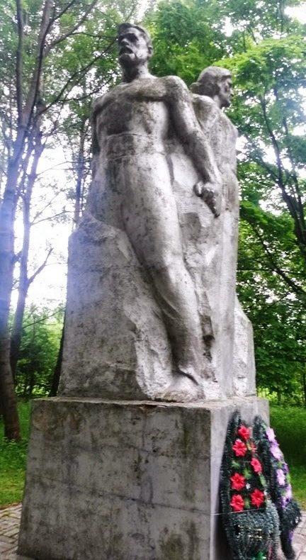 д. Малая Райовка. Памятник погибшим жителям
