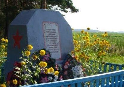 д. Старица Копыльского р-на. Памятник в честь боя партизан с оккупантами 7 ноября 1942 года.