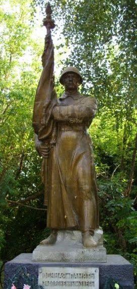 д. Старица Копыльского р-на. Памятник погибшим землякам