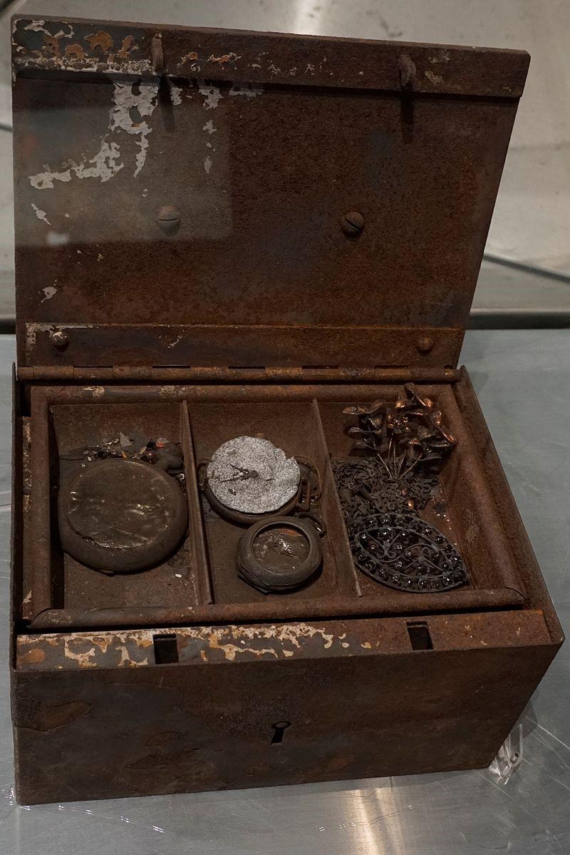 Драгоценности в «несгораемом» банковском сейфе после бомбардировок
