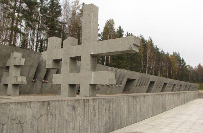 д. Хатынь Логойского р-на. Фрагмент комплекса в память о лагерях смерти на территории республики