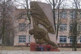 д. Кузьмичи Любанского р-на. Памятник погибшим землякам