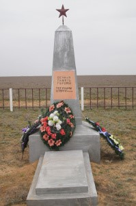 п. Верхний Баскунчак Ахтубинского р-на. Памятник на братской могиле