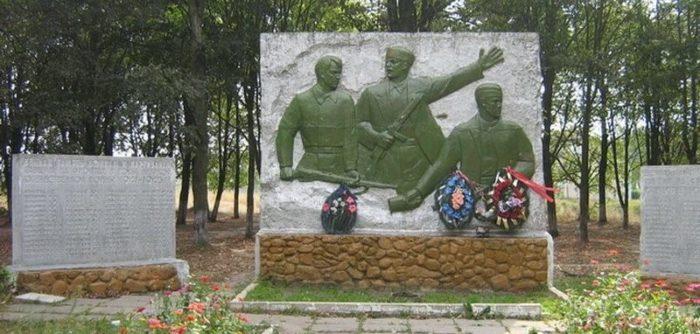 д. Смольгово Любанского р-на. Памятник погибшим землякам