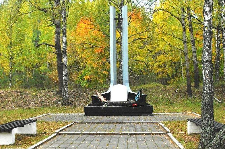 ст. Бронная гора Березовского района. Памятники на месте массовых убийств