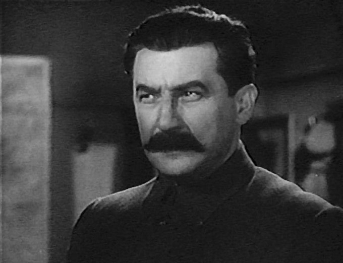 Гольдштаб в фильме «Первая конная» («похож» на Сталина, «как две капли воды»)
