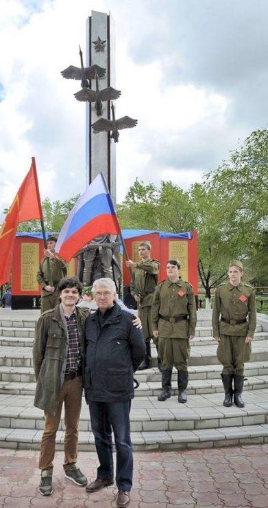 п. Красные Баррикады Икрянинского района. Общий вид мемориала участников войны