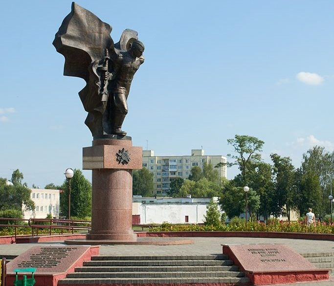 г. Слуцк. Памятник воинам-освободителям на ул. Ленина