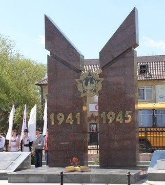 п. Лиман. Мемориал воинам, павшим в годы войны