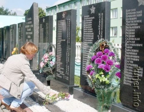 д. Кривичи Солигорского р-на. Памятник погибшим землякам
