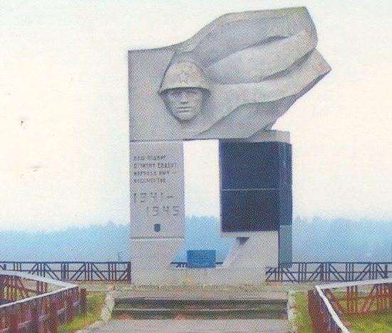 д. Положевичи Стародорожского р-на. Памятник погибшим землякам