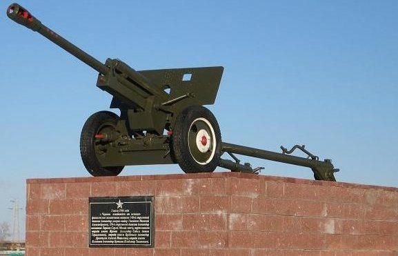 г. Червень. Памятник-пушка в честь освобождения города