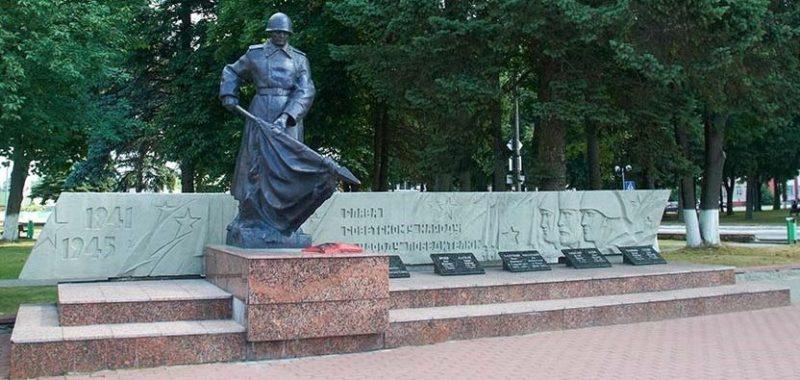 г. Червень. Монумент погибшим землякам