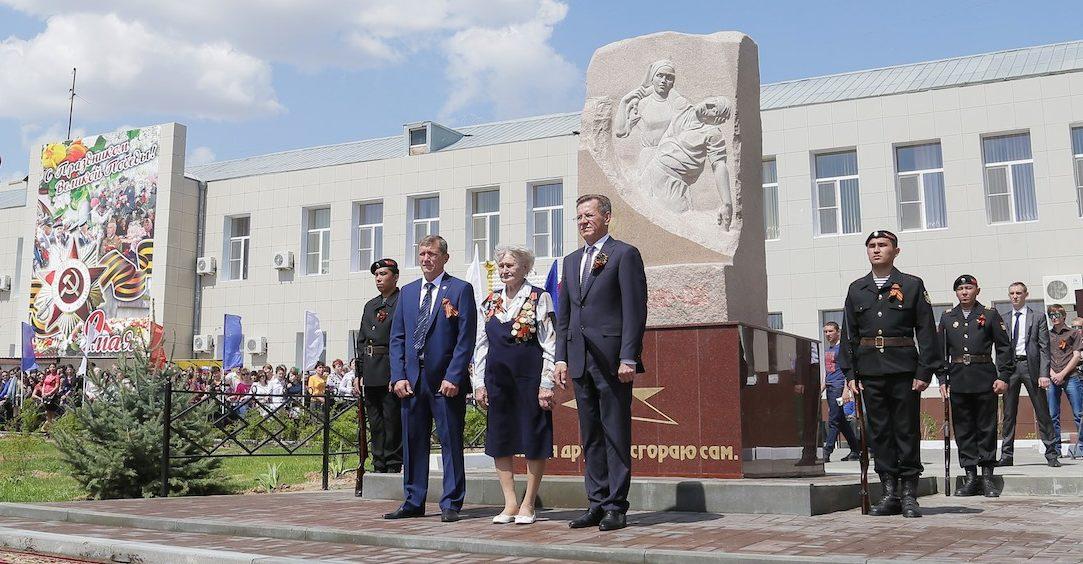 г. Астрахань. Памятник медикам, погибшим в годы Великой Отечественной войны