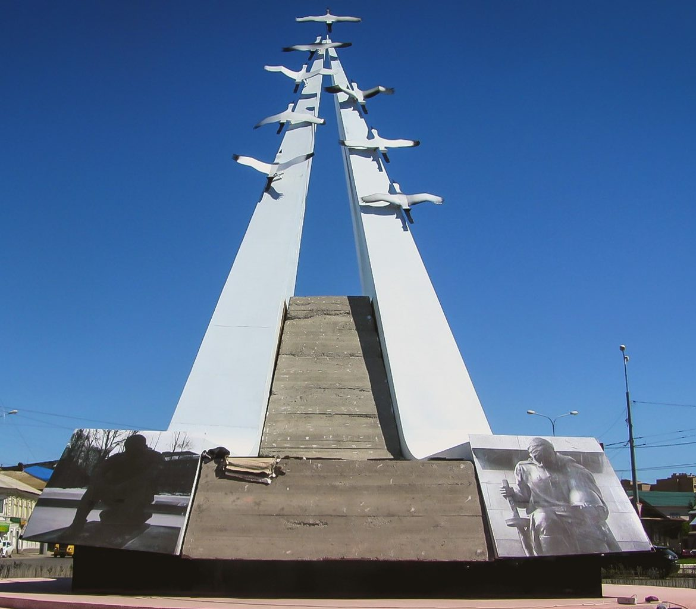г. Астрахань. Памятник «Журавли»