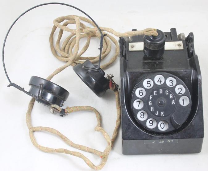 Полевой телефон с наушниками