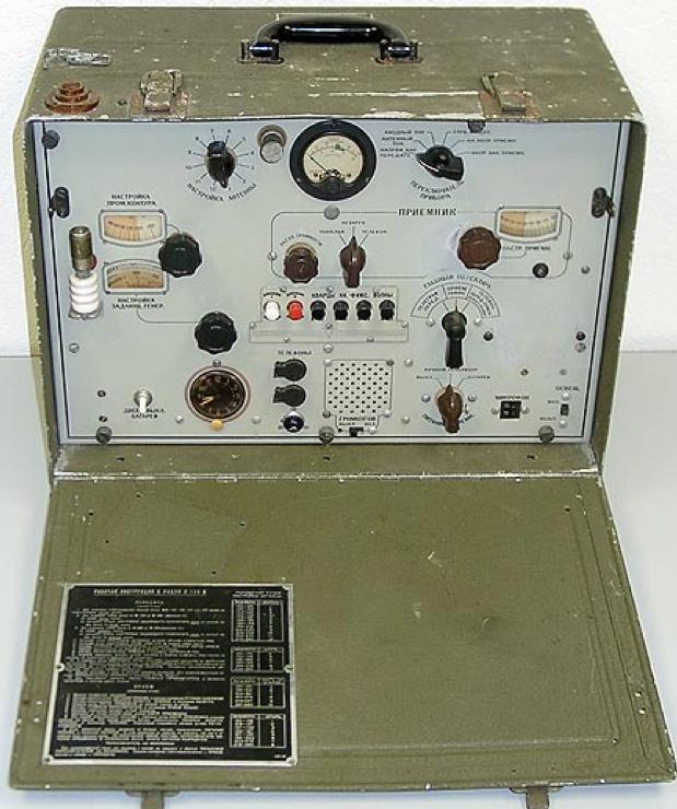 Переносная радиостанция V-100B