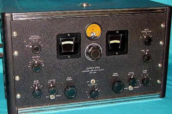 Приемник Hammarlund SP-200
