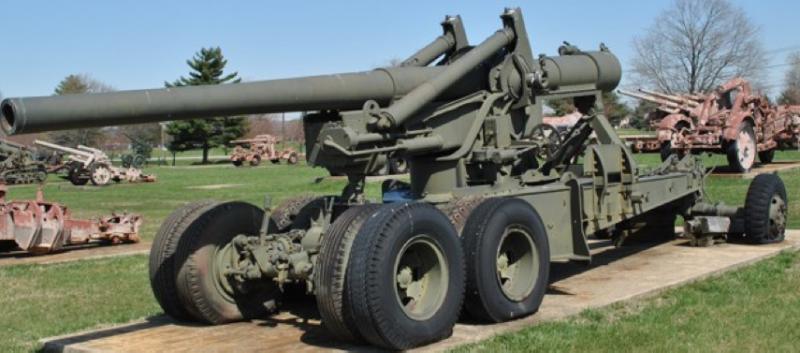 Полевая пушка 155-mm Long Tom в транспортном положении