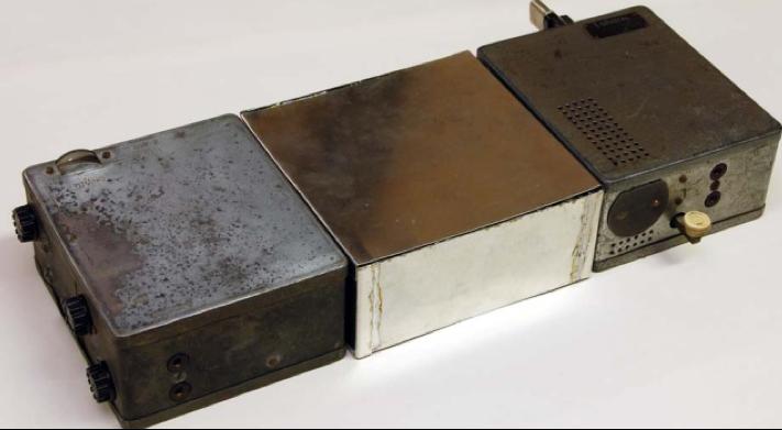 Комплект радиостанция SE 108/10 (Слева направо – приемник, блок питания, передатчик)