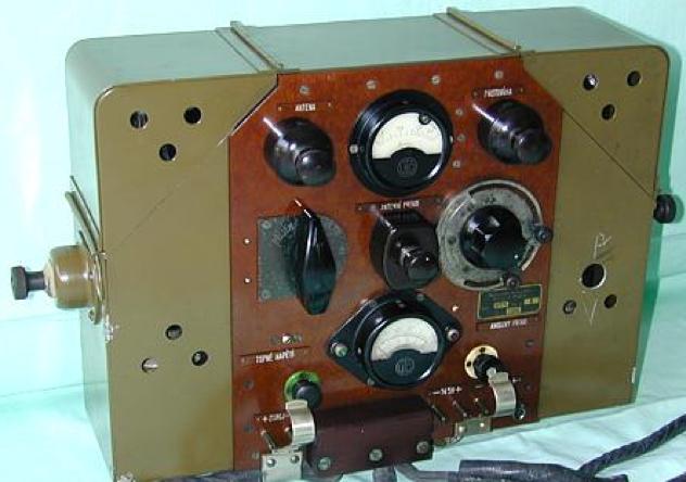 Танковая радиостанция. Приемник RV-11.