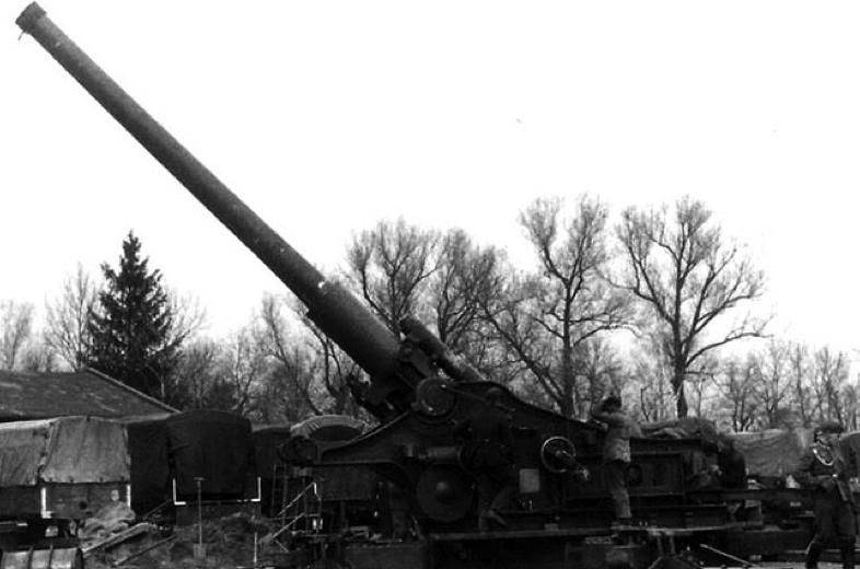 Тяжелая осадная пушка 21-cm Kanone-39 в боевом положении
